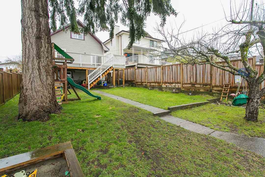 Photo 18: 457 E 11TH Street in North Vancouver: Central Lonsdale House for sale : MLS(r) # R2146302