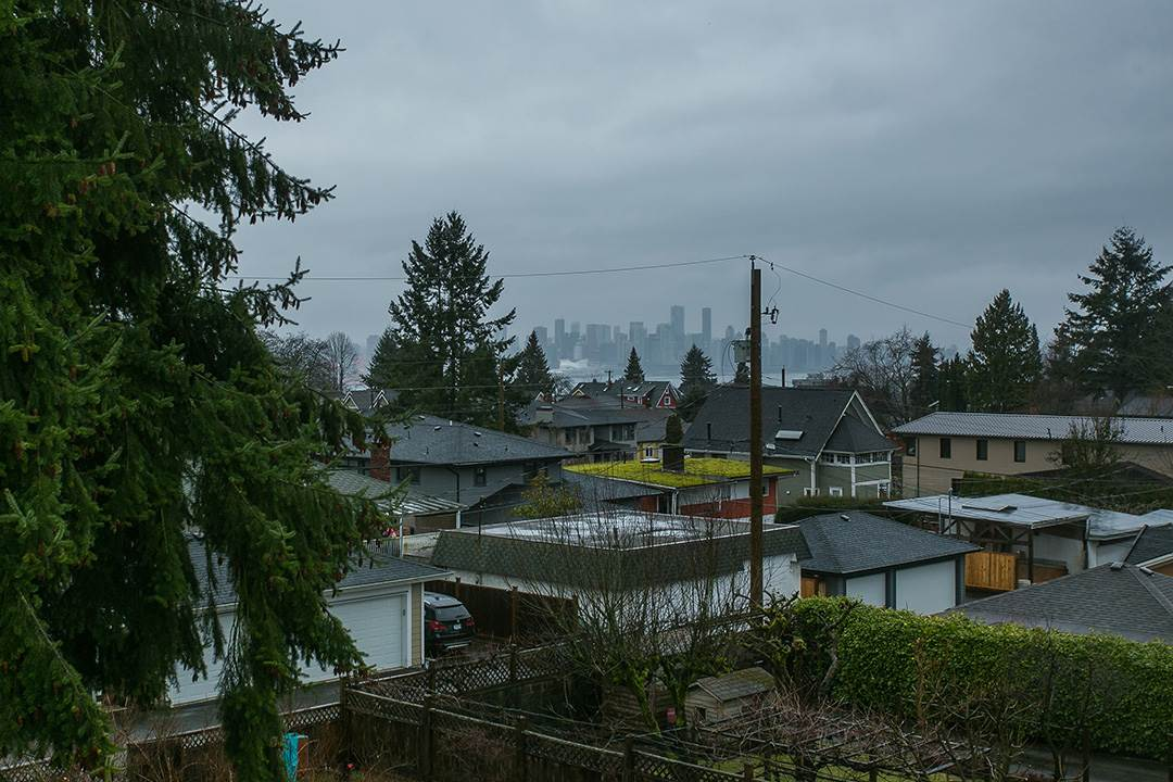 Photo 13: 457 E 11TH Street in North Vancouver: Central Lonsdale House for sale : MLS(r) # R2146302