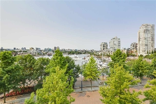 "Main Photo: 3A 1067 MARINASIDE Crescent in Vancouver: Yaletown Townhouse for sale in ""QUAYWEST"" (Vancouver West)  : MLS® # R2196755"