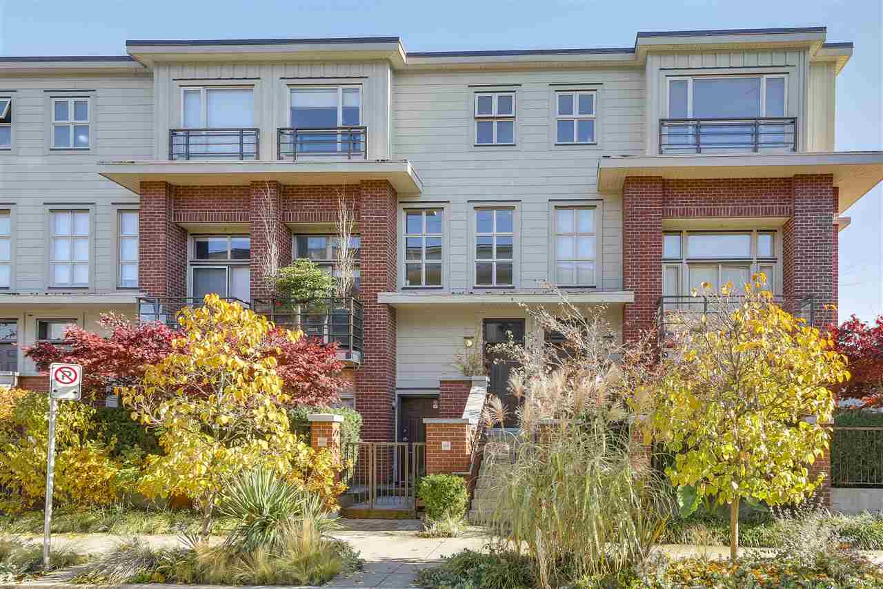 "Main Photo: 2838 WATSON Street in Vancouver: Mount Pleasant VE Townhouse for sale in ""DOMAIN TOWNHOMES"" (Vancouver East)  : MLS® # R2218278"