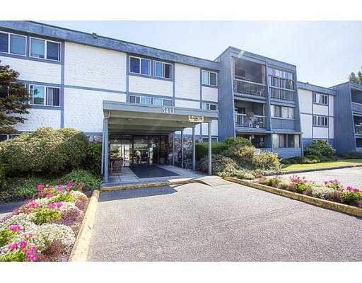 "Photo 2: 209 3411 SPRINGFIELD Drive in Richmond: Steveston North Condo for sale in ""BAYSIDE COURT"" : MLS(r) # V908427"