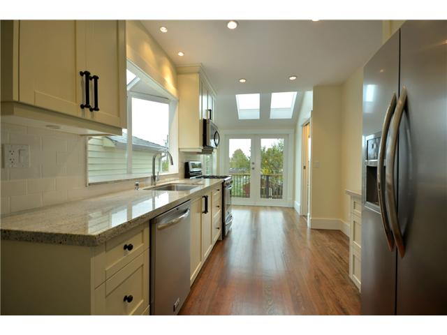 "Photo 3: 619 E 30TH Avenue in Vancouver: Fraserview VE House for sale in ""MAIN/FRASER"" (Vancouver East)  : MLS® # V917163"