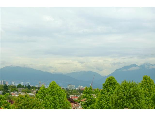 "Photo 10: 619 E 30TH Avenue in Vancouver: Fraserview VE House for sale in ""MAIN/FRASER"" (Vancouver East)  : MLS® # V917163"