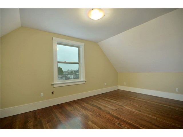 "Photo 7: 619 E 30TH Avenue in Vancouver: Fraserview VE House for sale in ""MAIN/FRASER"" (Vancouver East)  : MLS® # V917163"