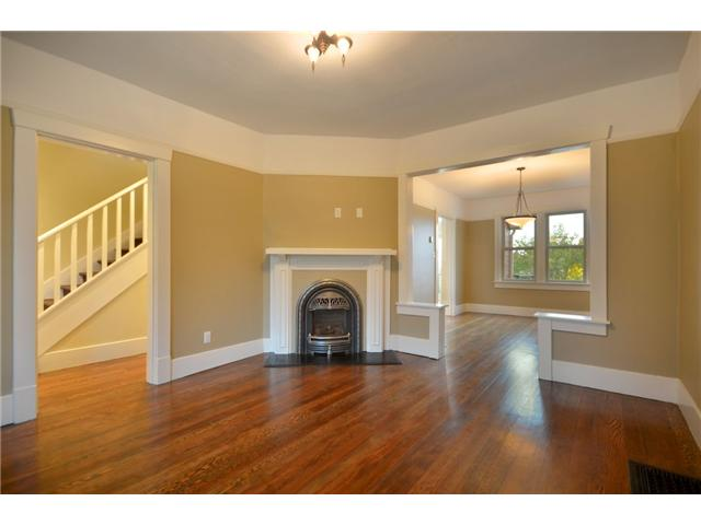 "Photo 4: 619 E 30TH Avenue in Vancouver: Fraserview VE House for sale in ""MAIN/FRASER"" (Vancouver East)  : MLS® # V917163"
