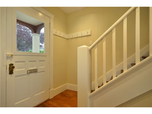 "Photo 2: 619 E 30TH Avenue in Vancouver: Fraserview VE House for sale in ""MAIN/FRASER"" (Vancouver East)  : MLS® # V917163"