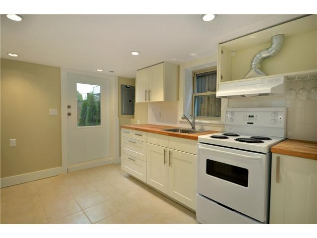"Photo 9: 619 E 30TH Avenue in Vancouver: Fraserview VE House for sale in ""MAIN/FRASER"" (Vancouver East)  : MLS® # V917163"