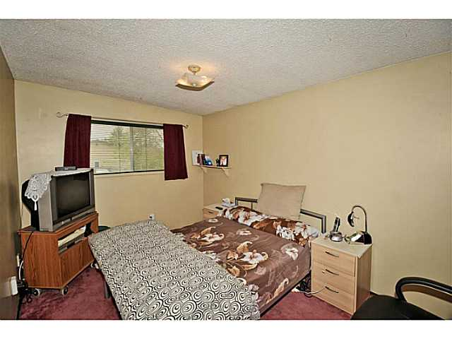 Photo 10: 5221 MARBANK Drive NE in CALGARY: Marlborough Residential Attached for sale (Calgary)  : MLS® # C3617329