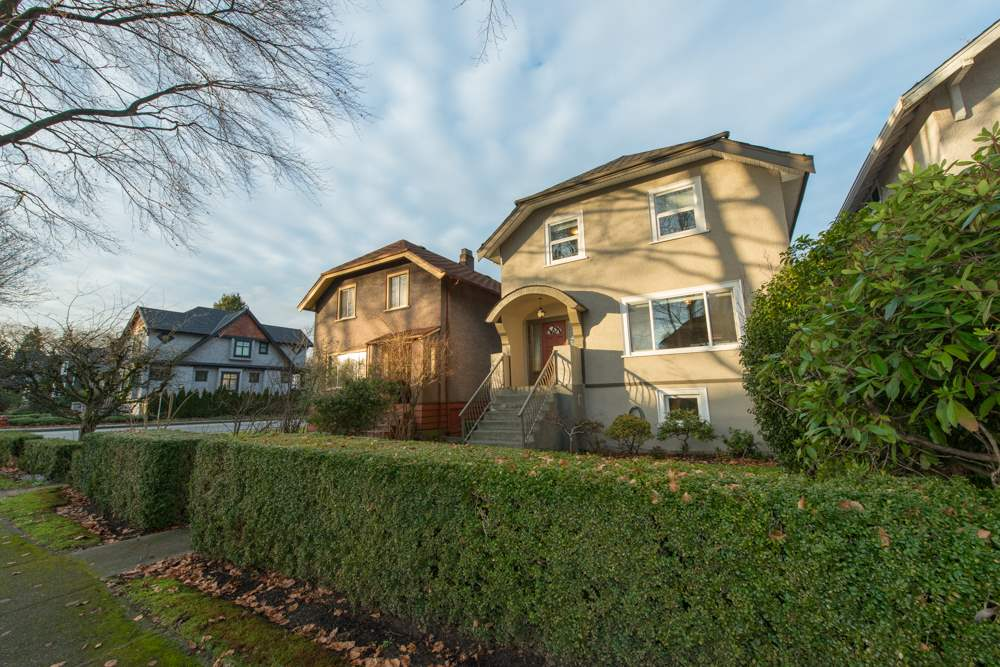Photo 2: 2779 W 13TH Avenue in Vancouver: Kitsilano House for sale (Vancouver West)  : MLS® # R2032023