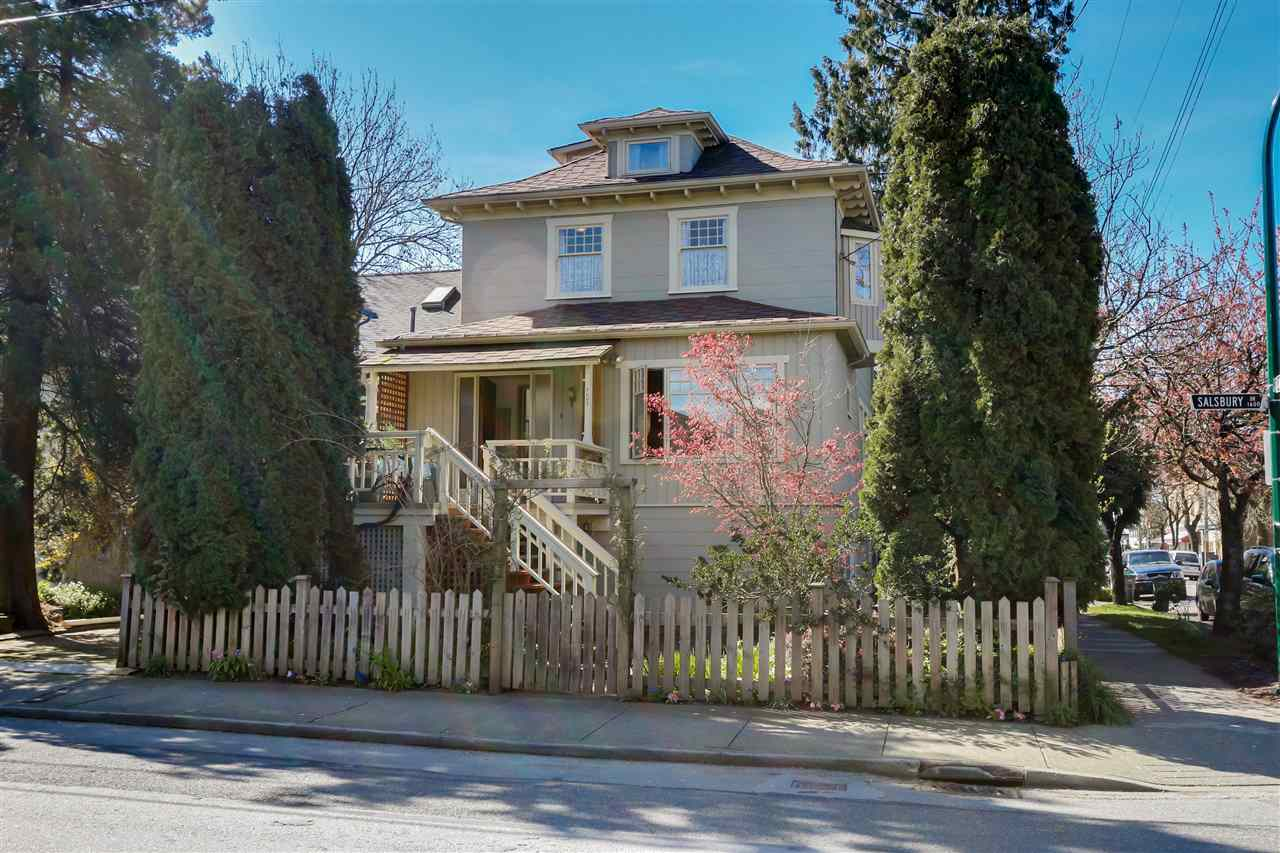 Main Photo: 1605 SALSBURY Drive in Vancouver: Grandview VE House for sale (Vancouver East)  : MLS(r) # R2055587
