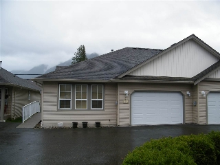 Main Photo: 4 638 COQUIHALLA Street in Hope: Hope Center House 1/2 Duplex for sale : MLS® # R2124027