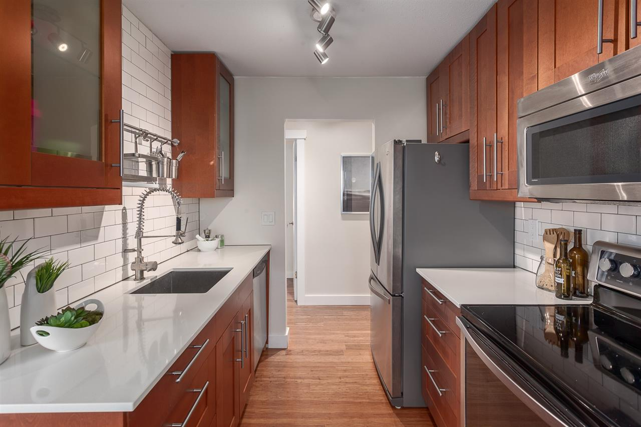 "Photo 2: 304 998 W 19TH Avenue in Vancouver: Cambie Condo for sale in ""Southgate Place"" (Vancouver West)  : MLS(r) # R2129820"