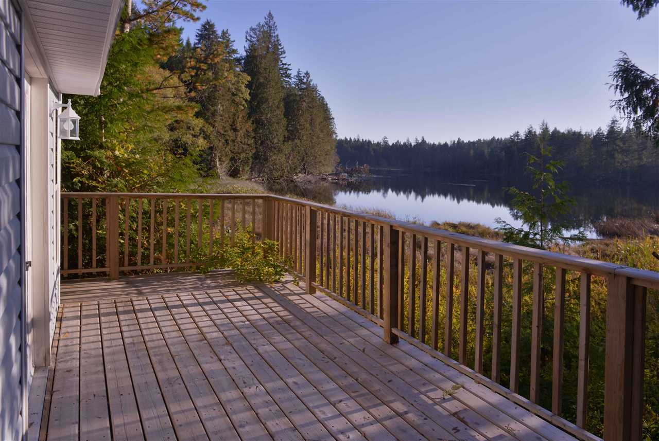"Photo 3: Photos: 8 12793 MADEIRA PARK Road in Madeira Park: Pender Harbour Egmont Manufactured Home for sale in ""EDGEWATER"" (Sunshine Coast)  : MLS® # R2157344"