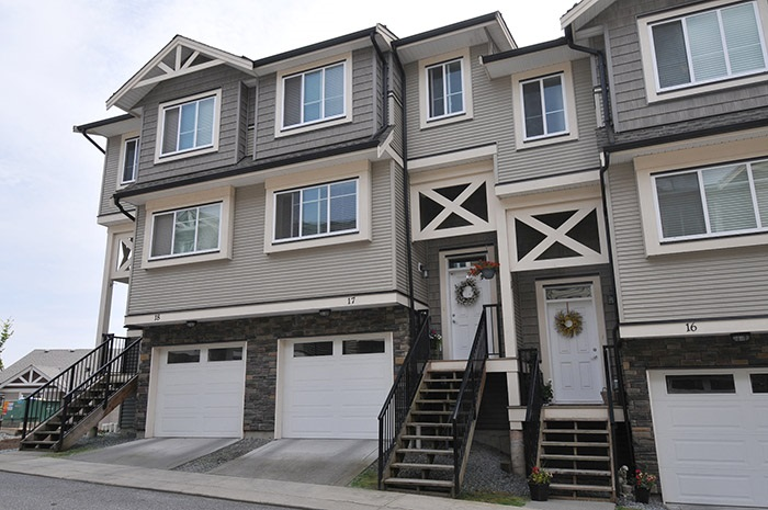 "Main Photo: 17 11252 COTTONWOOD Drive in Maple Ridge: Cottonwood MR Townhouse for sale in ""COTTONWOOD RIDGE"" : MLS® # R2174808"