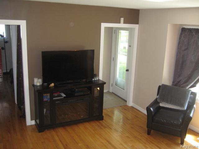 Photo 4: 611 Guilbault Street in Winnipeg: Norwood Residential for sale (2B)  : MLS(r) # 1715631