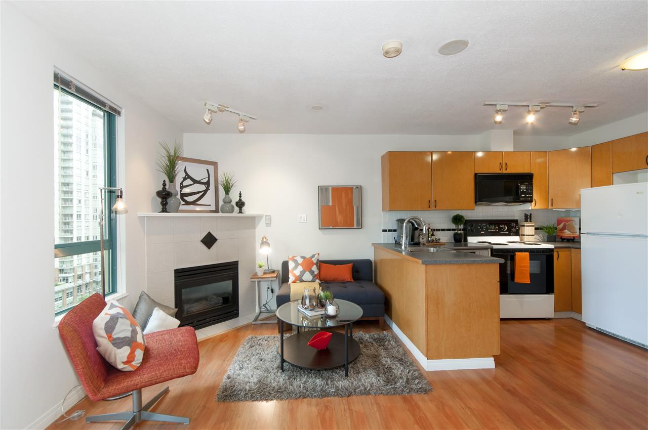 "Photo 2: 2001 939 HOMER Street in Vancouver: Yaletown Condo for sale in ""The Pinnacle"" (Vancouver West)  : MLS(r) # R2179079"