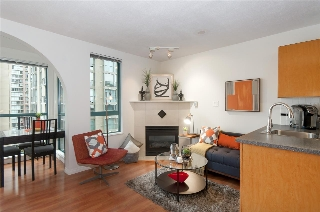 "Main Photo: 2001 939 HOMER Street in Vancouver: Yaletown Condo for sale in ""The Pinnacle"" (Vancouver West)  : MLS(r) # R2179079"
