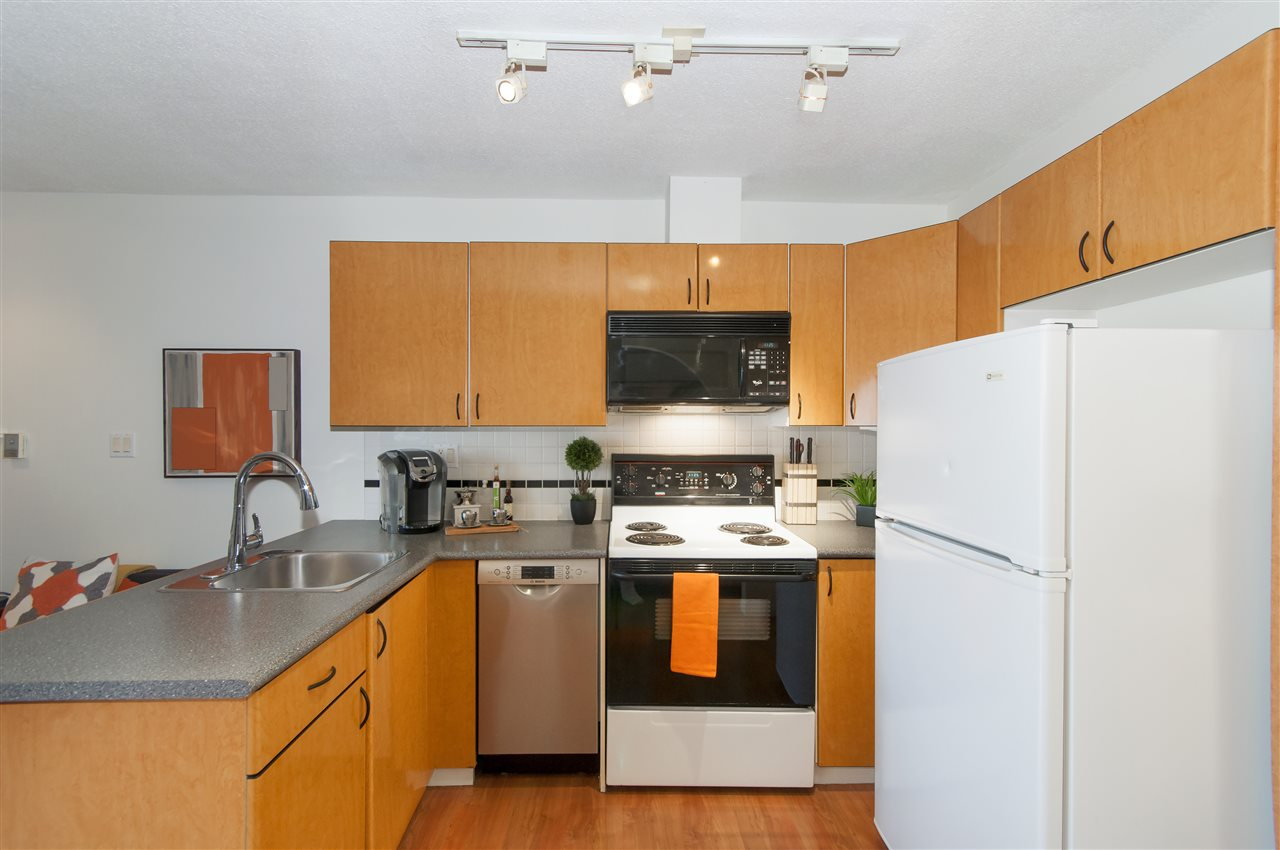 "Photo 5: 2001 939 HOMER Street in Vancouver: Yaletown Condo for sale in ""The Pinnacle"" (Vancouver West)  : MLS(r) # R2179079"