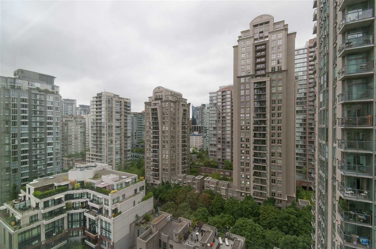 "Photo 13: 2001 939 HOMER Street in Vancouver: Yaletown Condo for sale in ""The Pinnacle"" (Vancouver West)  : MLS(r) # R2179079"