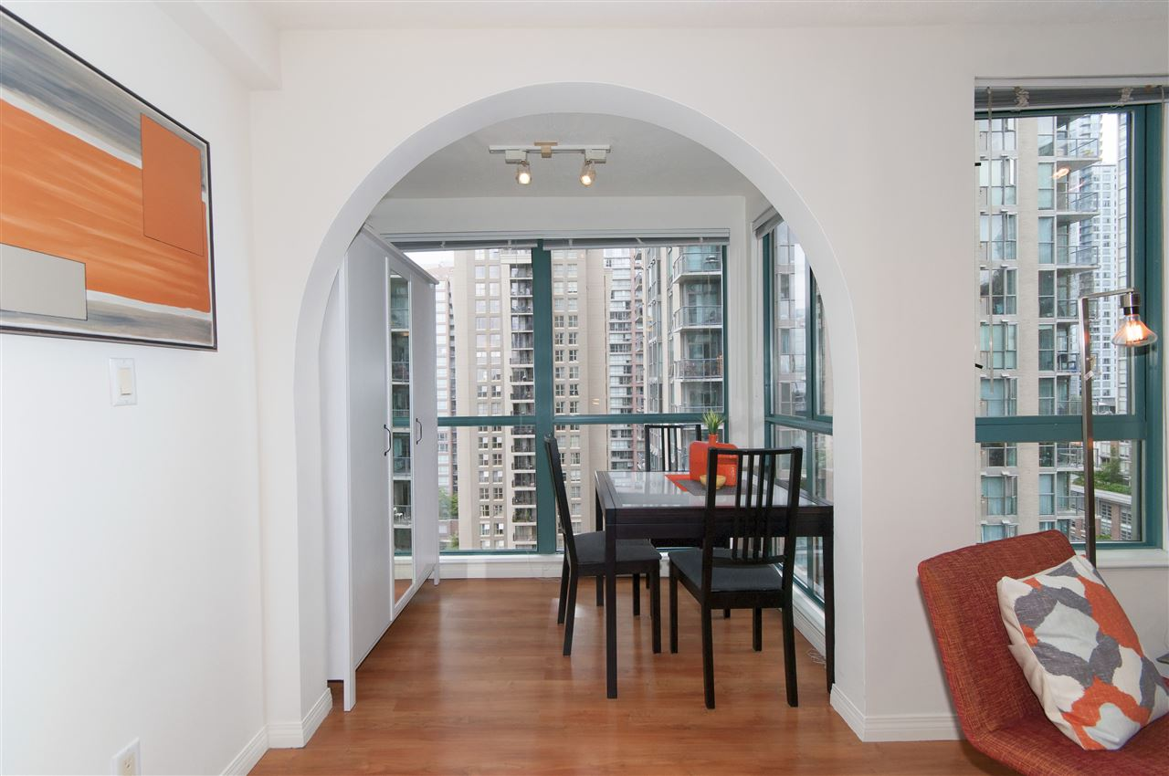 "Photo 11: 2001 939 HOMER Street in Vancouver: Yaletown Condo for sale in ""The Pinnacle"" (Vancouver West)  : MLS(r) # R2179079"