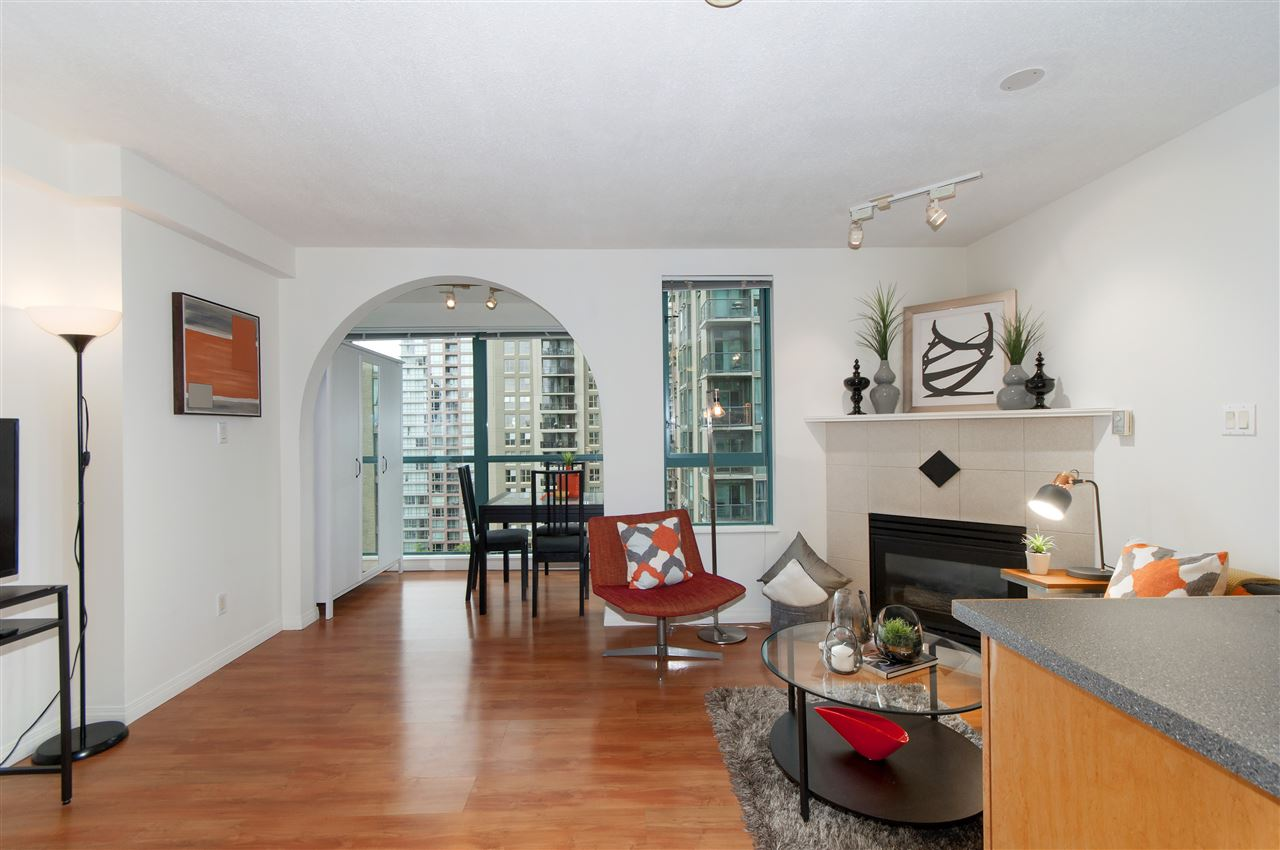 "Photo 10: 2001 939 HOMER Street in Vancouver: Yaletown Condo for sale in ""The Pinnacle"" (Vancouver West)  : MLS(r) # R2179079"