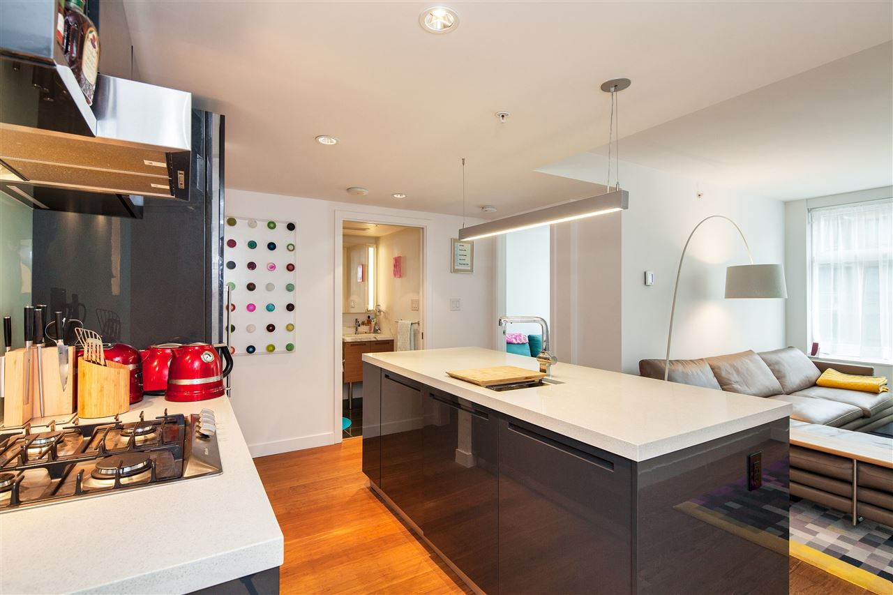 "Main Photo: 710 777 RICHARDS Street in Vancouver: Downtown VW Condo for sale in ""TELUS GARDEN"" (Vancouver West)  : MLS® # R2179488"