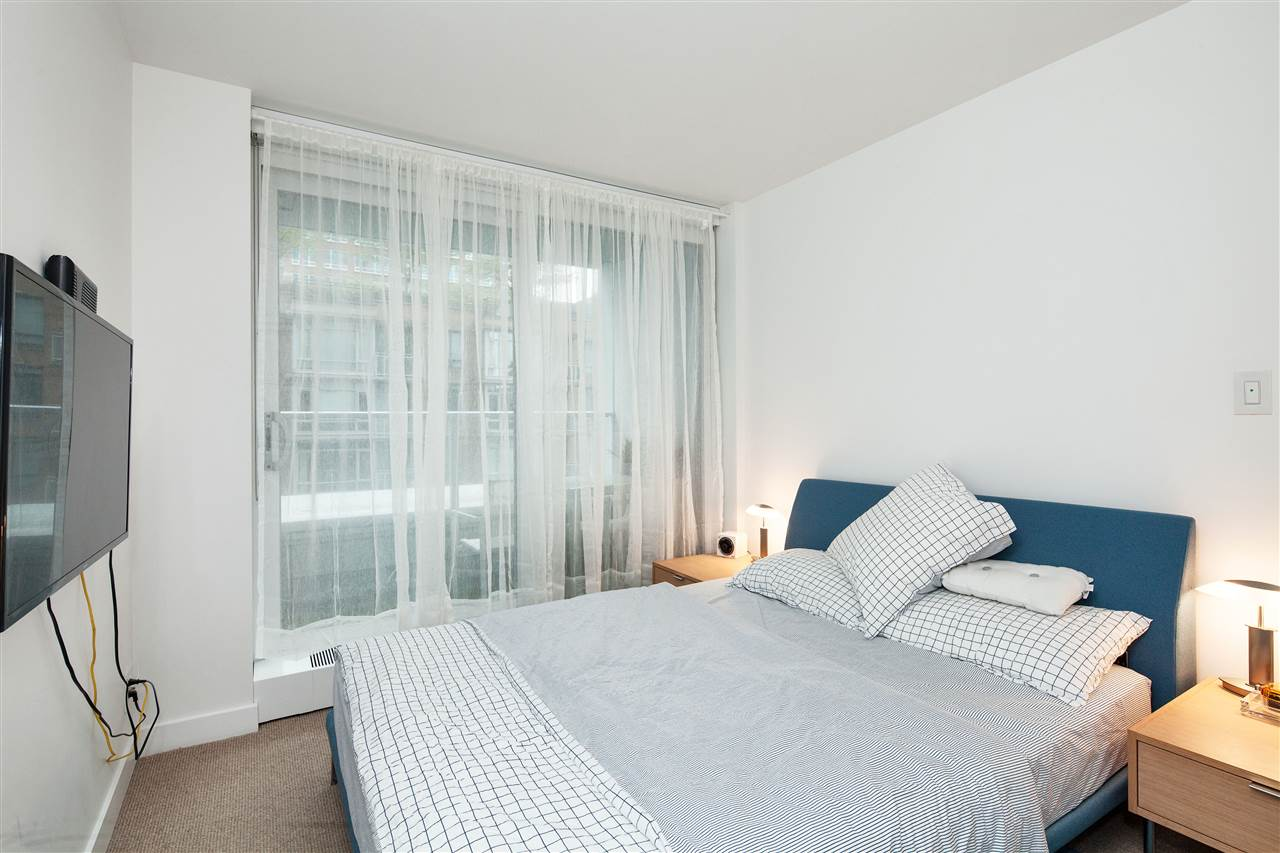 "Photo 6: 710 777 RICHARDS Street in Vancouver: Downtown VW Condo for sale in ""TELUS GARDEN"" (Vancouver West)  : MLS(r) # R2179488"