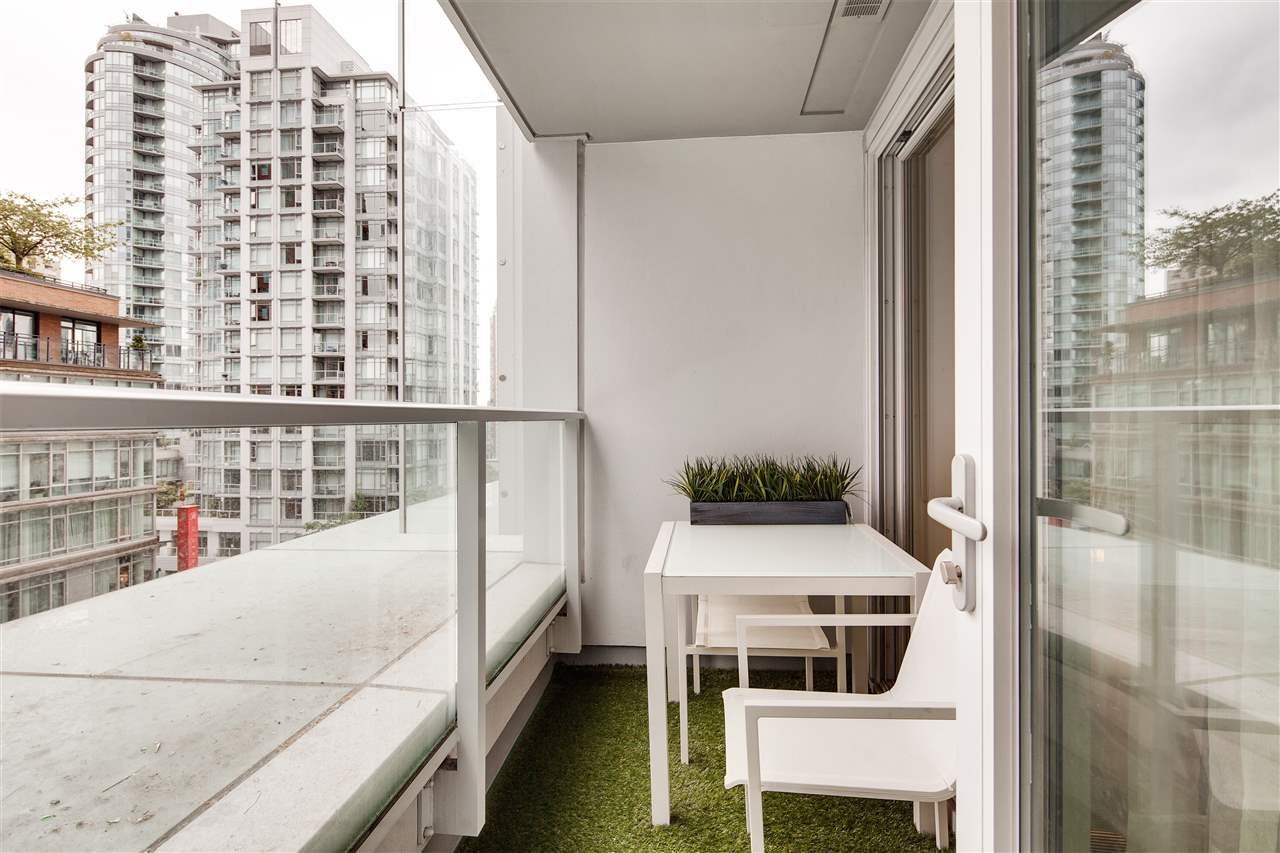 "Photo 15: 710 777 RICHARDS Street in Vancouver: Downtown VW Condo for sale in ""TELUS GARDEN"" (Vancouver West)  : MLS(r) # R2179488"