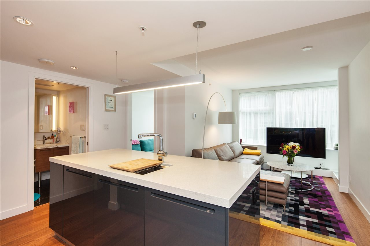 "Photo 3: 710 777 RICHARDS Street in Vancouver: Downtown VW Condo for sale in ""TELUS GARDEN"" (Vancouver West)  : MLS(r) # R2179488"