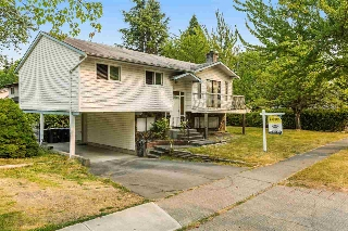 Main Photo: 18201 61B Avenue in Surrey: Cloverdale BC House for sale (Cloverdale)  : MLS® # R2194401