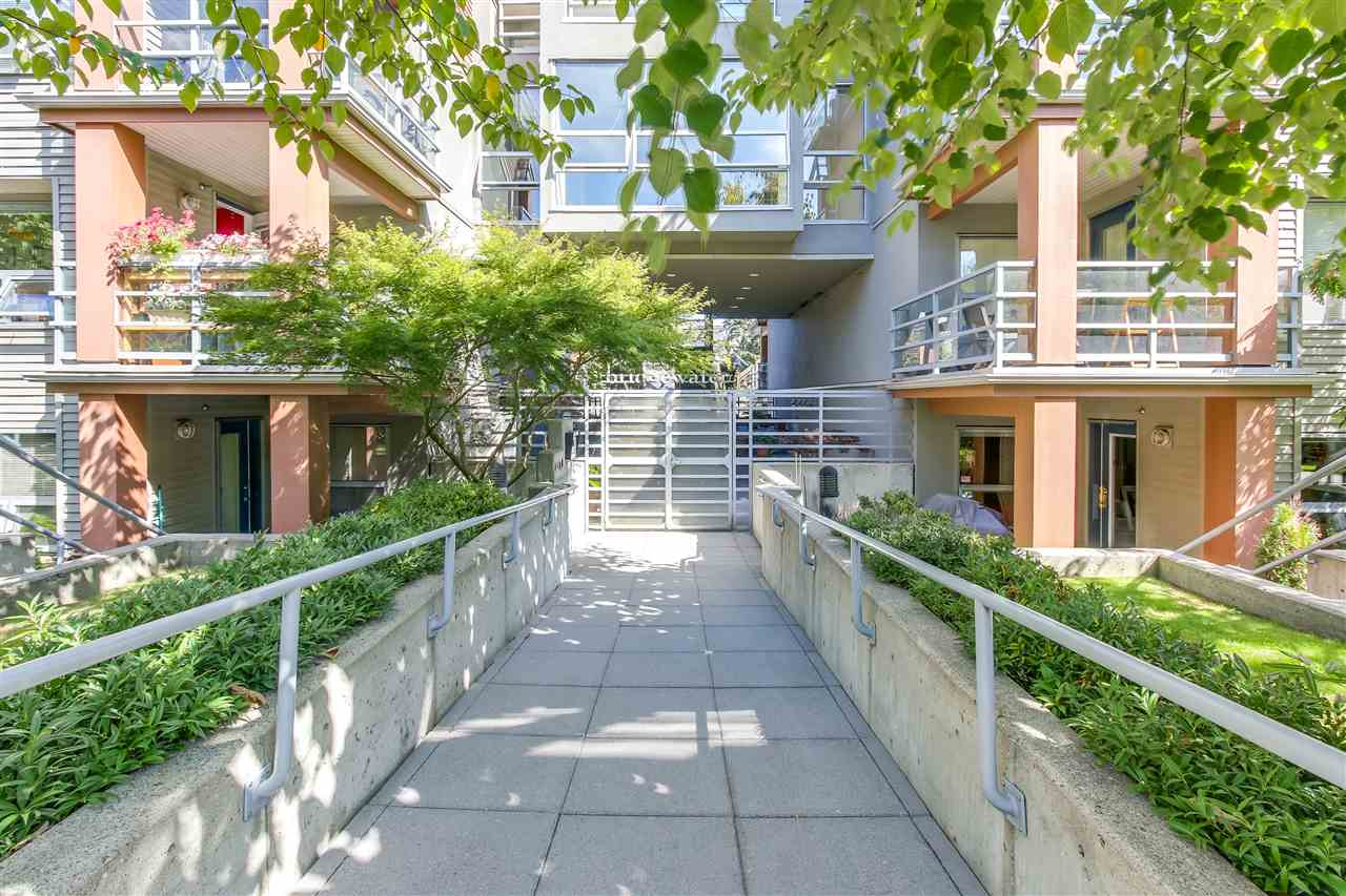 "Main Photo: 410 3161 W 4TH Avenue in Vancouver: Kitsilano Condo for sale in ""BRIDGEWATER"" (Vancouver West)  : MLS® # R2199188"