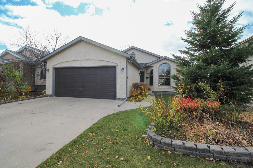 Main Photo: 348 Jacques Ave in Winnipeg: Kildonan Estates Single Family Detached for sale (3J)  : MLS®# 1727906
