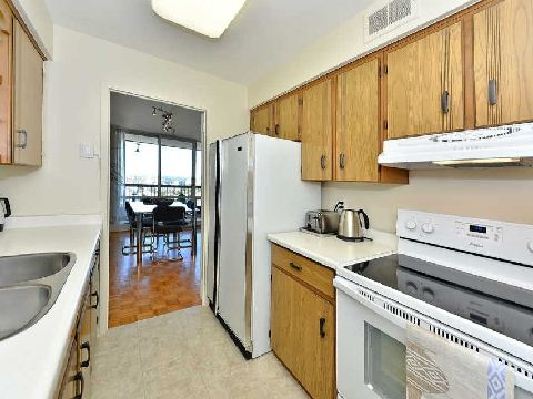 Photo 5: 3 135 Antibes Drive in Toronto: Westminster-Branson Condo for sale (Toronto C07)  : MLS® # C2747625