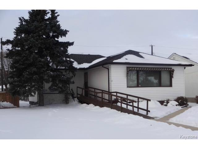 Main Photo: 19 Royal Crescent in WINNIPEG: West Kildonan / Garden City Residential for sale (North West Winnipeg)  : MLS® # 1325779