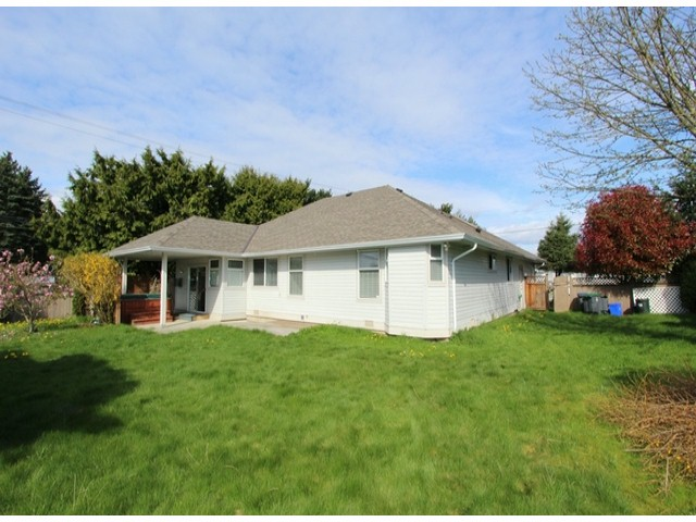 Photo 12: 6393 190TH Street in Surrey: Cloverdale BC House for sale (Cloverdale)  : MLS(r) # F1405826