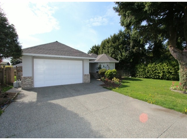 Main Photo: 6393 190TH Street in Surrey: Cloverdale BC House for sale (Cloverdale)  : MLS(r) # F1405826