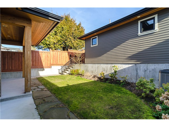 Photo 15: 198 N GLYNDE Avenue in Burnaby: Capitol Hill BN House for sale (Burnaby North)  : MLS® # V1053985