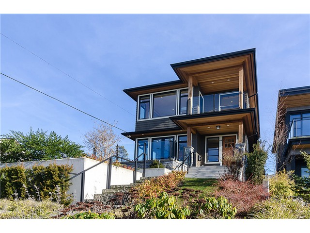 Photo 2: 198 N GLYNDE Avenue in Burnaby: Capitol Hill BN House for sale (Burnaby North)  : MLS(r) # V1053985