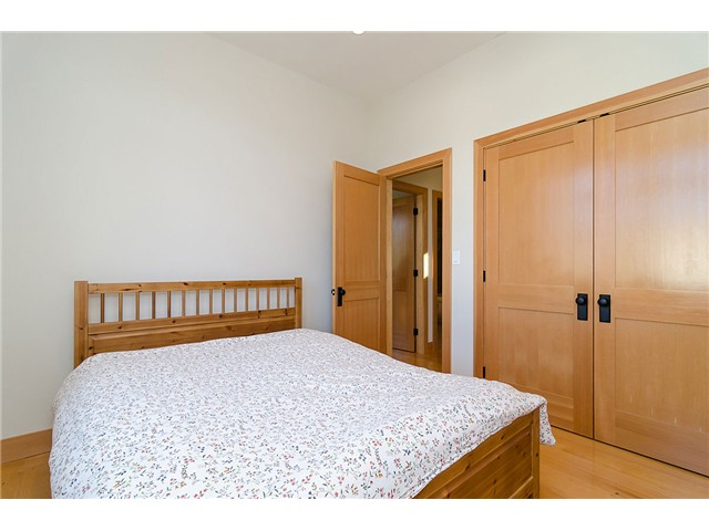 Photo 12: 198 N GLYNDE Avenue in Burnaby: Capitol Hill BN House for sale (Burnaby North)  : MLS(r) # V1053985