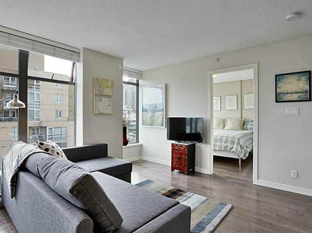 "Photo 7: 1009 1068 W BROADWAY in Vancouver: Fairview VW Condo for sale in ""THE ZONE"" (Vancouver West)  : MLS(r) # V1105266"