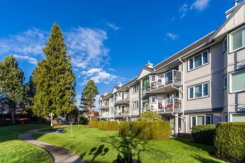 "Main Photo: 111 13965 16 Avenue in Surrey: Sunnyside Park Surrey Condo for sale in ""White Rock Village"" (South Surrey White Rock)  : MLS® # R2017987"