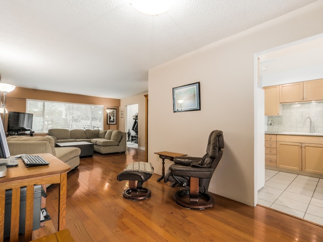 Photo 5: 1375 BORTHWICK Road in North Vancouver: Lynn Valley House for sale : MLS(r) # R2023130