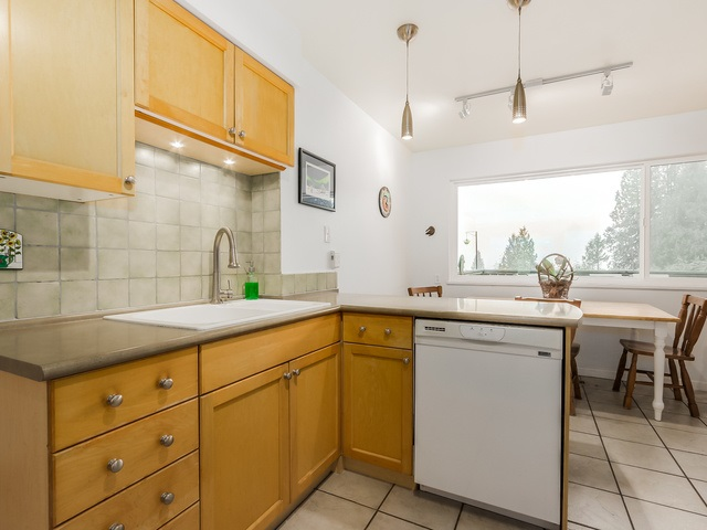 Photo 8: 1375 BORTHWICK Road in North Vancouver: Lynn Valley House for sale : MLS(r) # R2023130