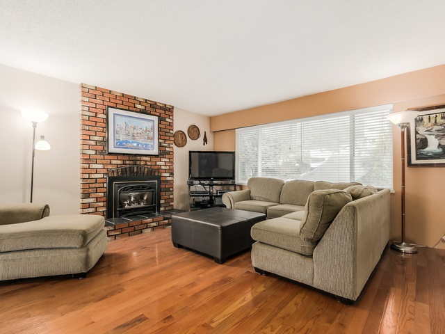 Photo 3: 1375 BORTHWICK Road in North Vancouver: Lynn Valley House for sale : MLS(r) # R2023130