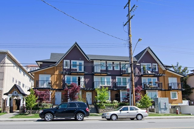 "Main Photo: 208 423 EIGHTH Street in New Westminster: Uptown NW Townhouse for sale in ""MOODY PARK HOMES"" : MLS® # R2065011"