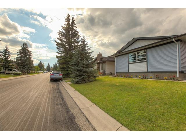 Photo 4: 48 CEDARBROOK Way SW in Calgary: Cedarbrae House for sale : MLS(r) # C4071343