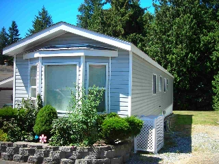 Main Photo: 5 5575 MASON Road in Sechelt: Sechelt District Manufactured Home for sale (Sunshine Coast)  : MLS® # R2099837