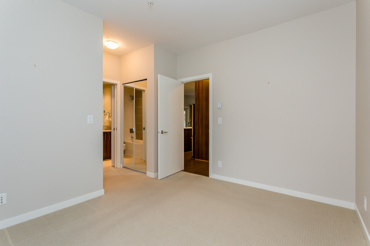 "Photo 14: 305 6460 194 Street in Surrey: Clayton Condo for sale in ""Waterstone"" (Cloverdale)  : MLS(r) # R2132269"