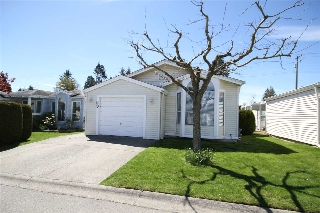 "Main Photo: 60 2345 CRANLEY Drive in Surrey: King George Corridor Manufactured Home for sale in ""La Mesa"" (South Surrey White Rock)  : MLS(r) # R2162304"