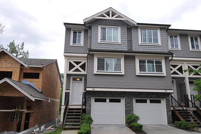 "Main Photo: 60 11252 COTTONWOOD Drive in Maple Ridge: Cottonwood MR Townhouse for sale in ""COTTONWOOD RIDGE"" : MLS®# R2169540"